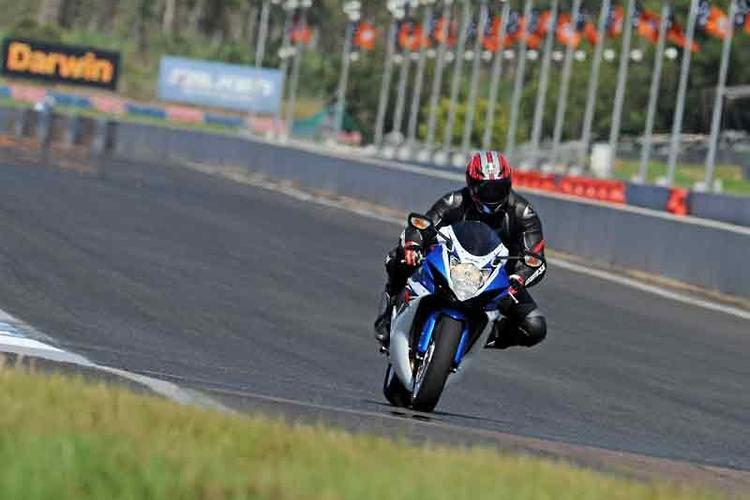 2011 Suzuki GSX-R600/750: launch