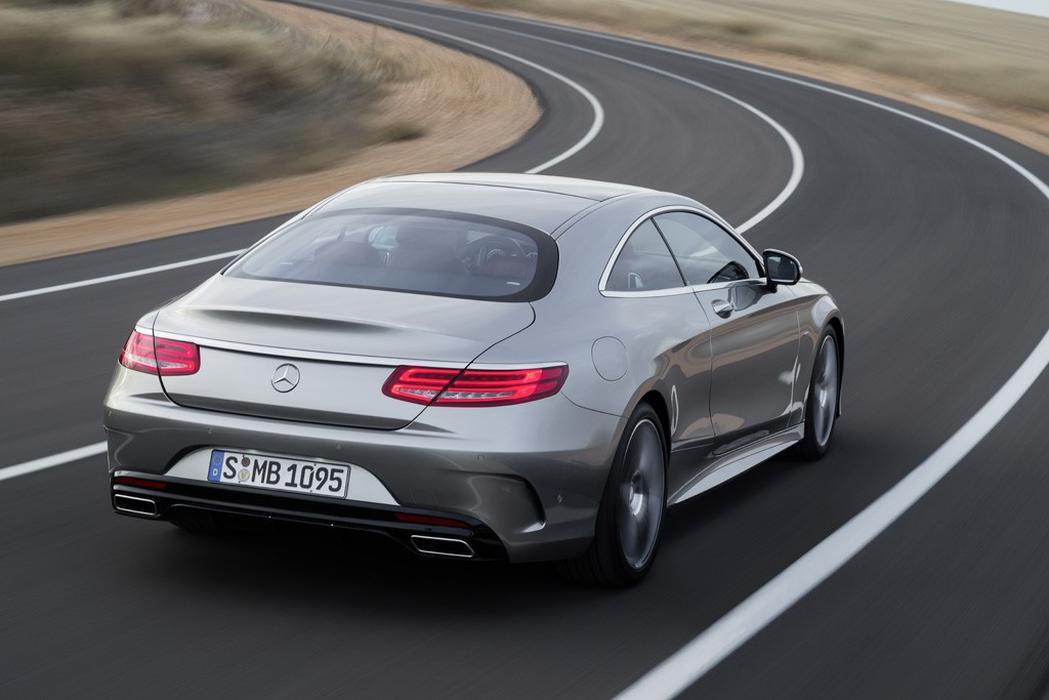 Mercedes-Benz aperfeiçoa o Active Body Control com nova função Ge5694803862608586336